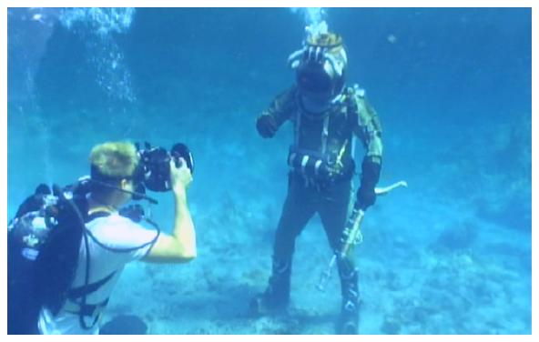 CAMERAMAN AND LEAGUES DIVER
