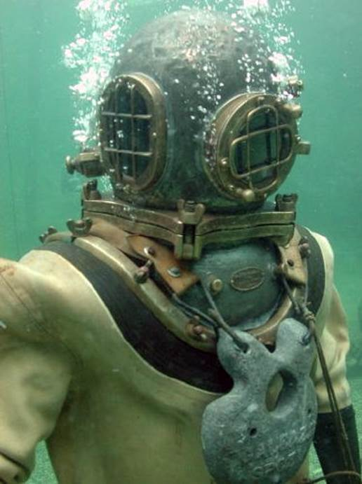 Old fashioned diving gear 89