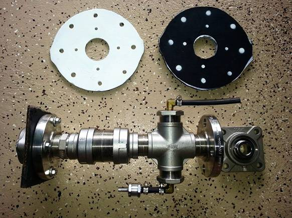 MANIFOLD AND TWO PLATES METAL AND RUBBER.jpg